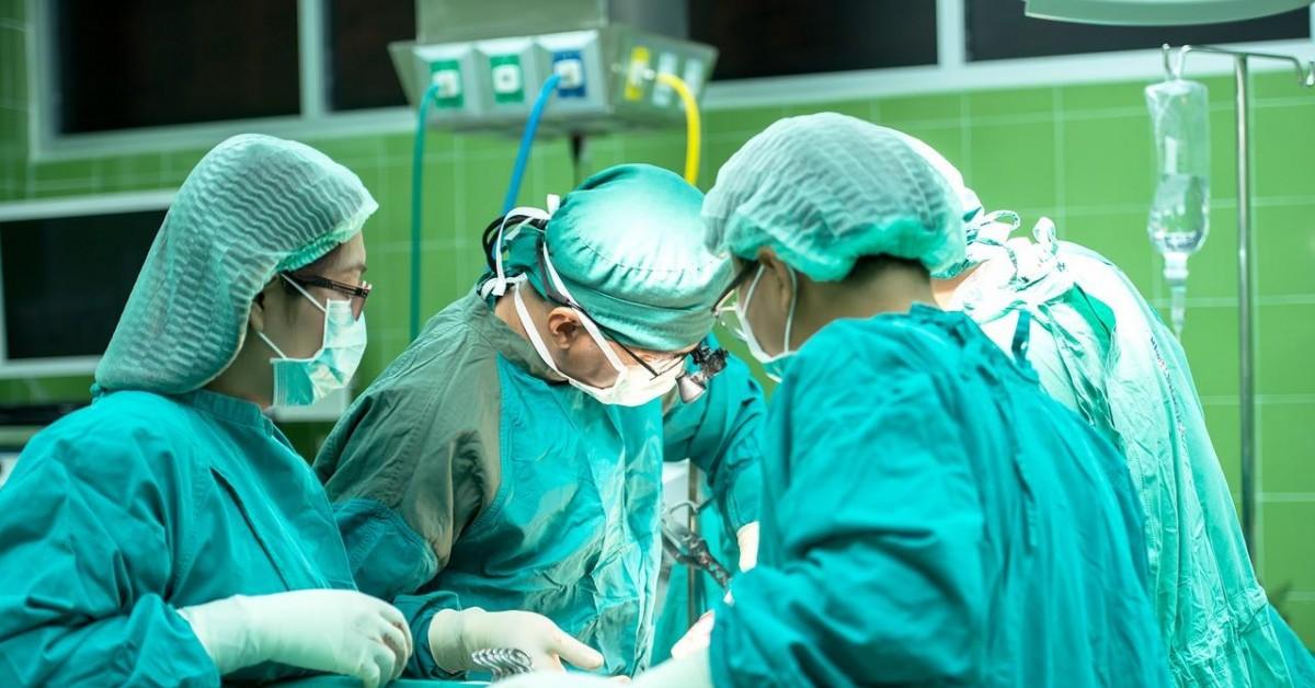 MEC estuda liberar vagas e aumentar oferta de cursos de medicina