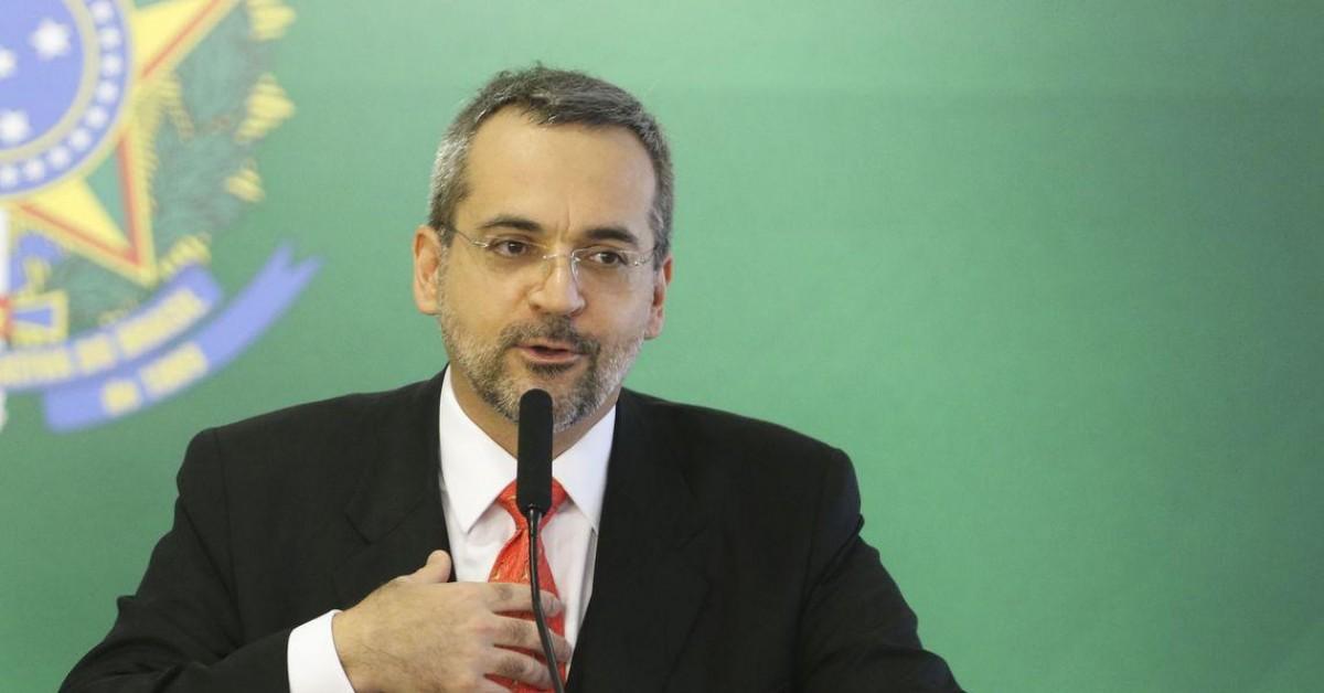 MEC e Ministério da Defesa fecham acordo para produção acadêmica