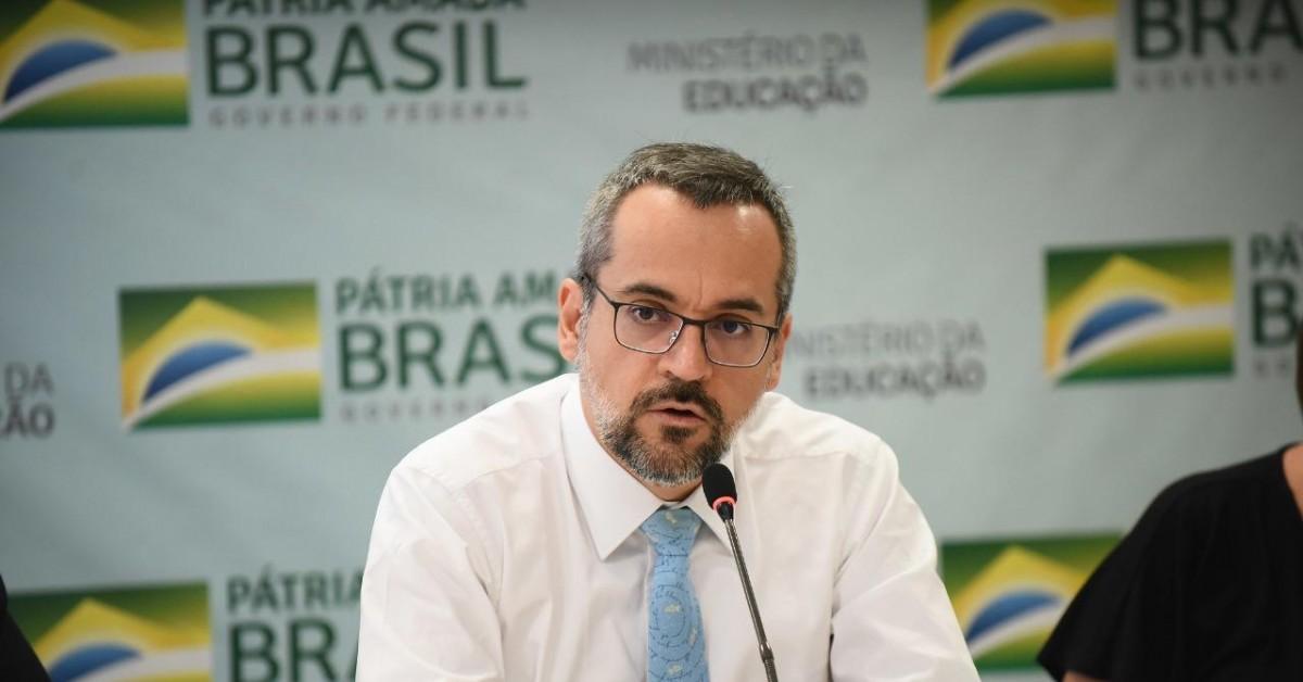 Abraham Weintraub foi exonerado do cargo de Ministro da Educação.
